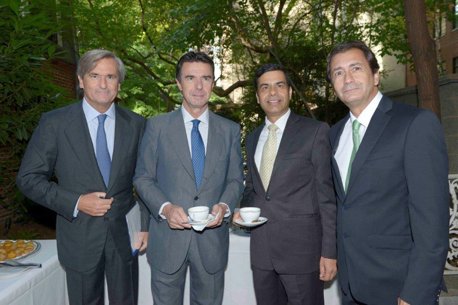 José Manuel Soria, Spanish Minister of Industry, Energy and Tourism, participated in the Seminar.