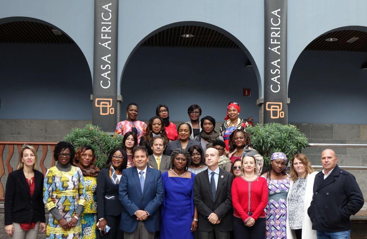 Una veintena de africanas del sector portuario y marítimo se forman en gestión de equipos en Casa África