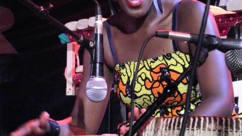 La electrónica de la ghanesa OY y el sonido callejero de los tanzanos Jagwa ganan el Zanzíbar 'Vis-a-Vis' de Casa África