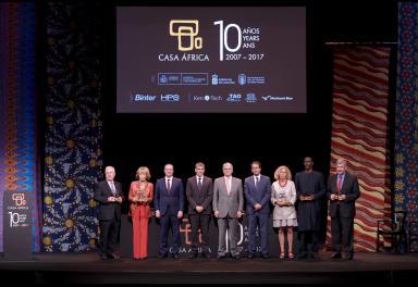 Entrega de reconocimientos durante el acto institucional del 10º Aniversario de Casa África