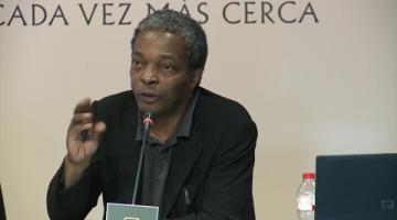 Conferencia «Brujas y demonios», por Simon Njami