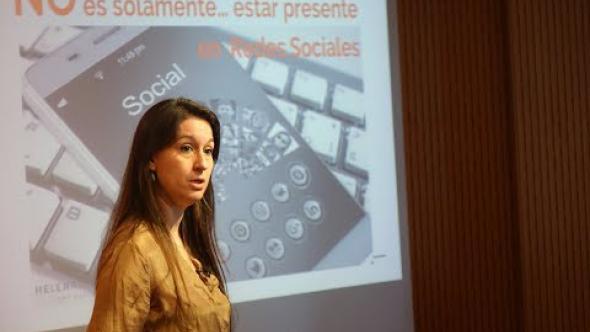 Helena Casas / Liderazgo y posicionamiento en las redes sociales para bibliotecas